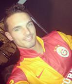 Kardeş Sneijder Şanlıurfaspor ile anlaştı