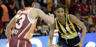 McCoughtry ve Bibrzycka uzatt�