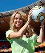 Kupa Giselle'den kapanış Shakira'dan