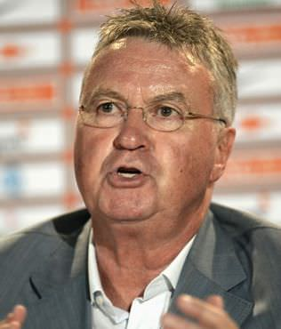 Hiddink g�revine ba�lad�