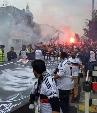 Londra sokaklar� Siyah-Beyaz