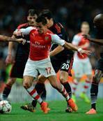 Alexis Sanchez golünü attı