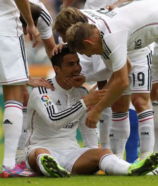Real Madrid, Deportivo'ya patlad�