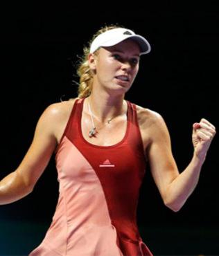 Wozniacki 2'de 2 yapt�, Sharapova set alamad�