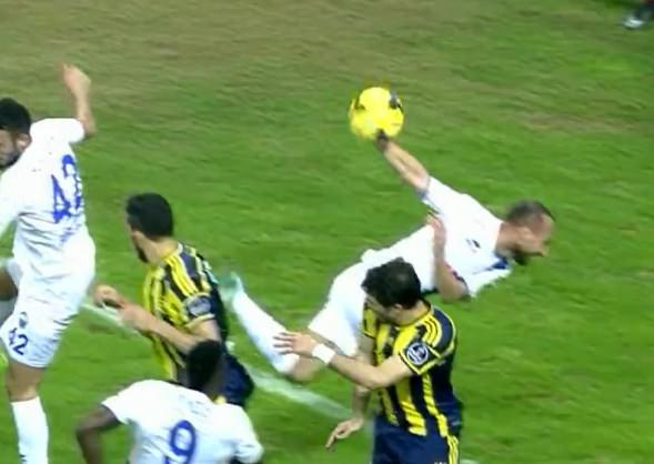 Yine F.Bah�e, yine penalt�