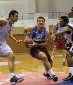 Trabzon, potada güle oynaya
