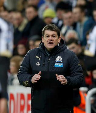 Newcastle United Carver'a emanet
