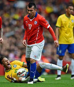 Neymar'a ac�mas�z hareket