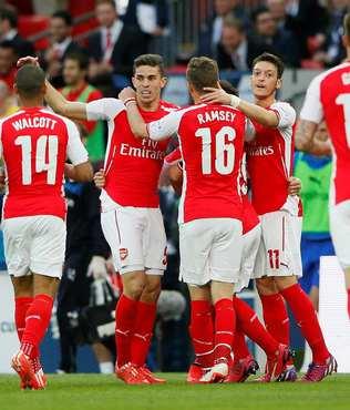 Arsenal finale y�kseldi