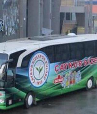 Trabzon'da �. Rizespor otob�s� ta�land�