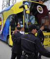 Otobüs taşlandı