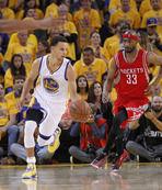 Curry yine takımını sırtladı