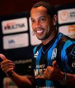 Ronaldinho bitti bitiyor