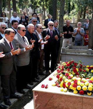 Ali Sami Yen kabri ba��nda an�ld�