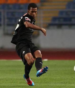 Adana Demirspor'a Brezilyal� savunma
