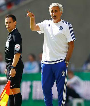 Mourinho madalyas�n� f�rlatt�!