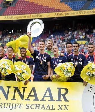 S�per Kupa bir kez daha PSV'nin