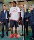 Balotelli imzalad�