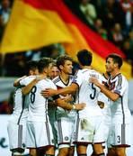 Almanya yine farkl�