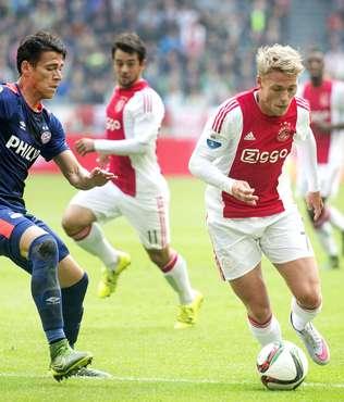 PSV'ye evinde boyun e�di