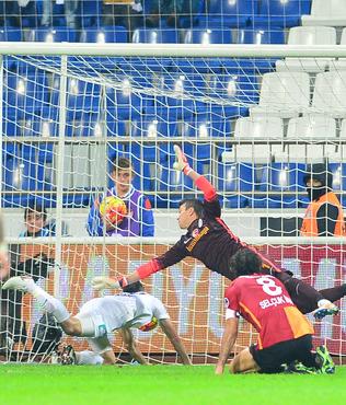 K.Pa�a'n�n verilmeyen penalt�s�na G.Saray isyan etti