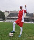 Türkiye'nin ilk başörtülü futbolcusu sahaya çıktı