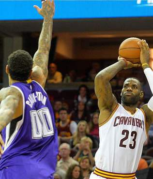 "LeBron'dan 40'�nc� ""triple-double"""
