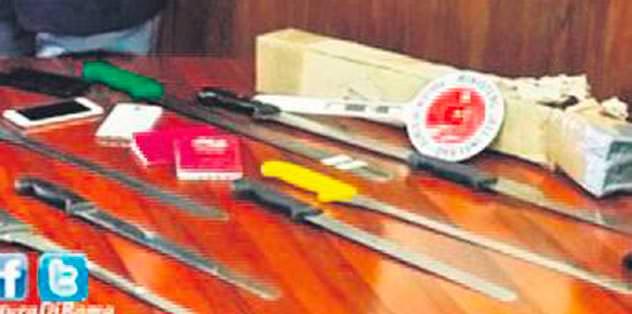Taraftar çantasında 8 adet bıçak çıktı