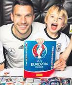 Poldi, çocuklarıyla kamera önüne geçti