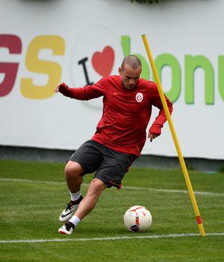 Sneijder tak�mdan ayr� �al��t�