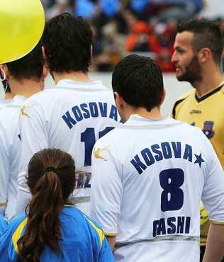 Kosova'ya FIFA yolu a��ld�
