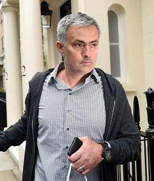 ManU-Mourinho g�r��mesi uzad�!