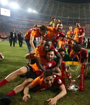 C�MBOM'A UEFA M�JDES�