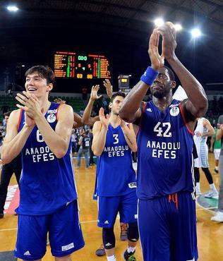 Anadolu Efes final biletini kapt�