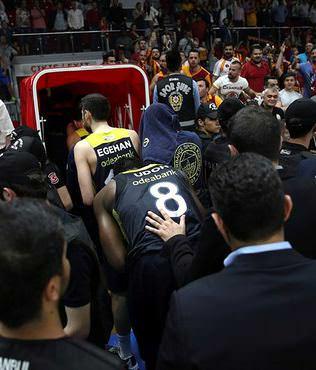 Galatasaray'a 2 ma� seyircisiz oynama cezas�