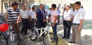 Silifke'de başarılı öğrencilere bisiklet dağıtıldı