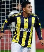 Andre Santos dönüyor