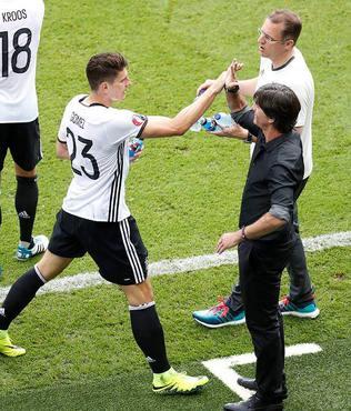 L�w'den Gomez'e �vg�