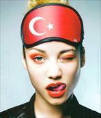 Türk halkının yanında olduğunu gösterdi