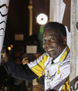 Pele asked to light Rio pyre