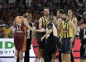 Galatasaray taraftar� karar�n arkas�nda