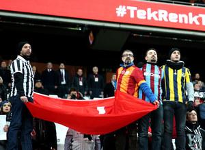 4 büyüklerin taraftarları kol kola Beşiktaş maçında
