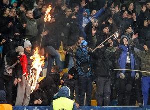 Dinamo Kiev taraftarları Beşiktaş bayrağı yaktı!