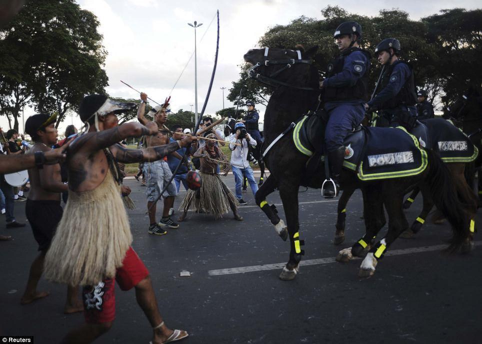 Brezilyal� yerlilerden Dünya Kupas� protestosu