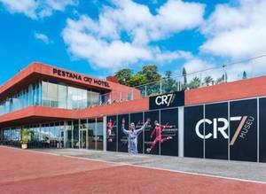 Cristiano Ronaldo oteli hizmete a��ld�