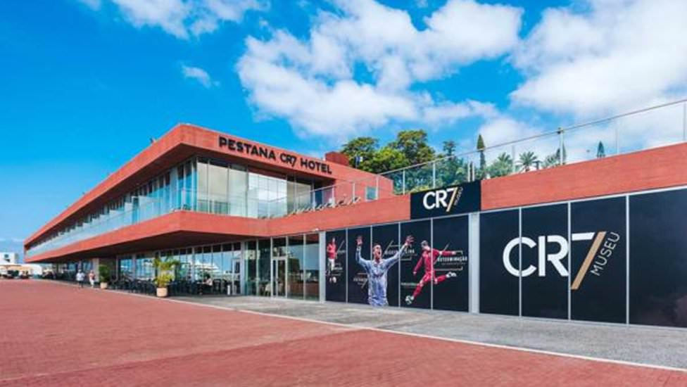 Cristiano Ronaldo oteli hizmete aç�ld�