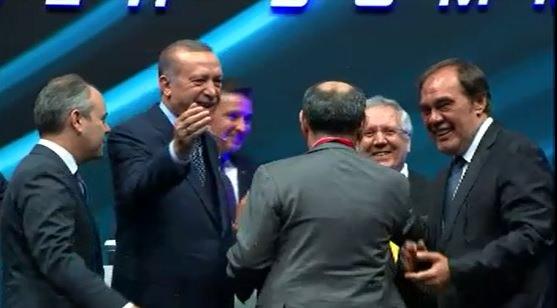 Cumhurbaşkanı Erdoğan, Aziz Yıldırım ve Dursun Özbek'i bir araya getirdi