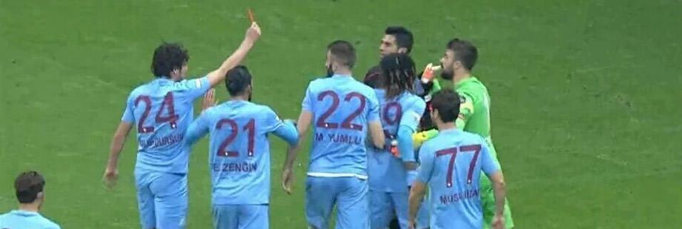 Galatasaray-Trabzonspor ma��na tepki ya�d�!