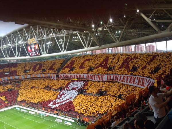 Galatasaray'dan 4. y�ld�z koreografisi