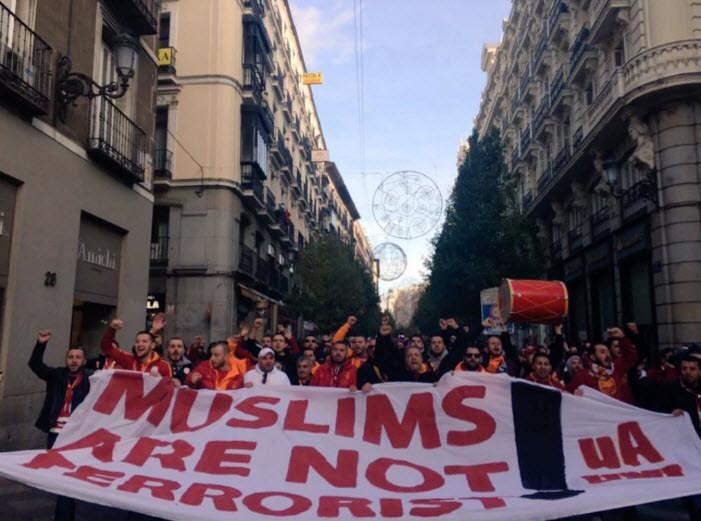 Madrid'de G.Sarayl� taraftarlara �irkin muamele